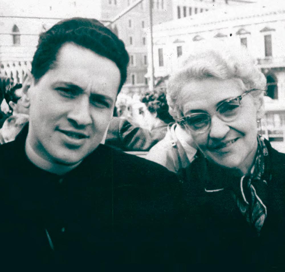 Junto a Camilo por las calles de Lovaina, Bélgica (1955)