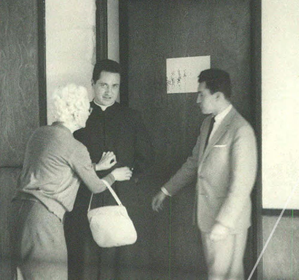 Junto a Camilo y su amigo Orlando Fals Borda (1959-1962, aprox.), en la Universidad Nacional de Colombia.