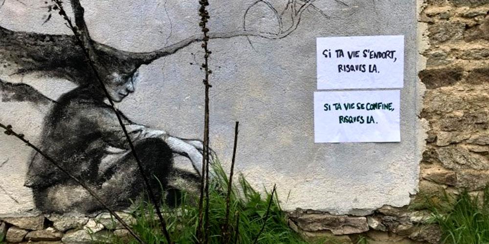 """Una pared del pueblo de Faux: """"Si tu vida se duerme arriésgala - Si tu vida se confina arriésgala"""""""
